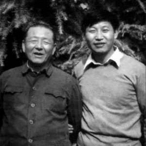 Xi Jinping (right) and Xi Zhongxun (left)
