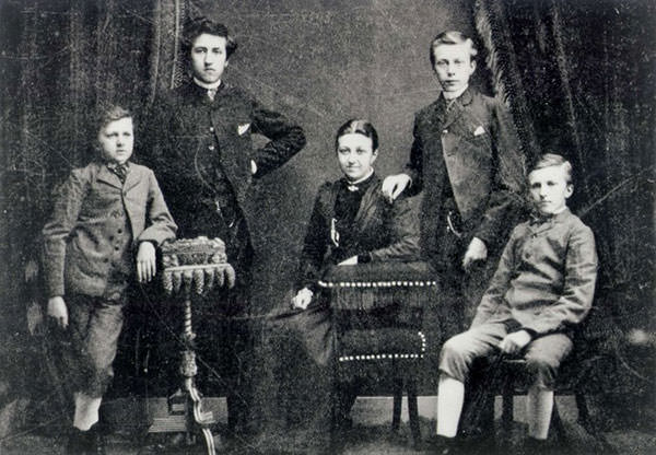 Piet Mondriaan with his brothers and sister