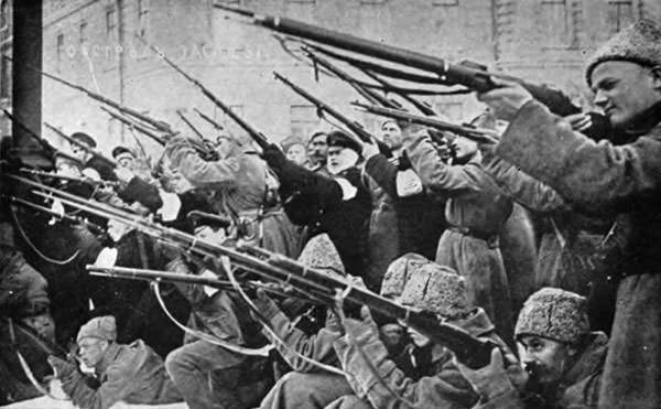 Revolutionaries attack during the 1917 February Revolution