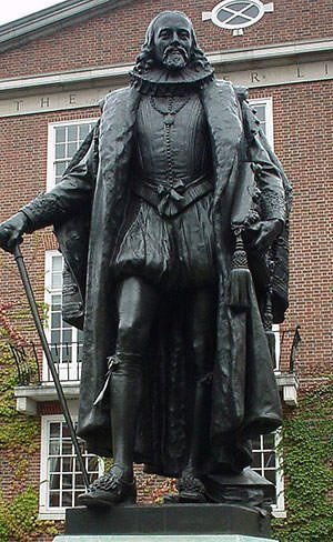Francis Bacon statue at Gray's Inn
