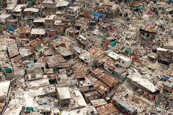 2010 Haiti Earthquake destroyed homes