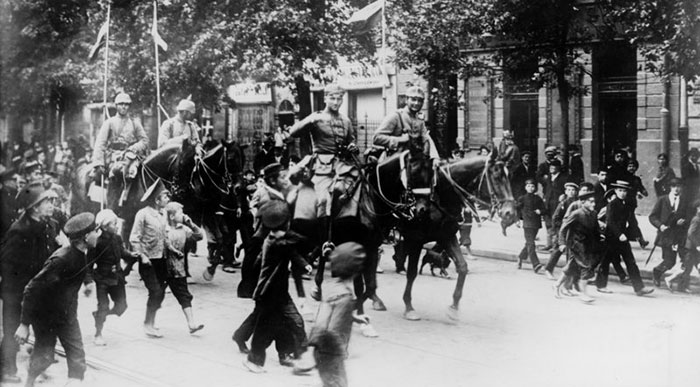 WW1 German cavalry in Warsaw